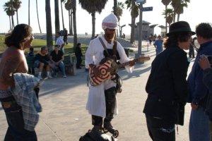 Kitaristi herra on tuttu näky Venice Beachin rantakadulla :)