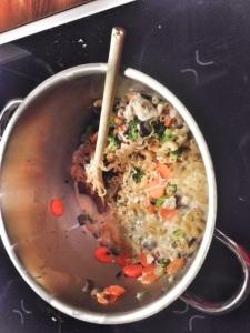 Pasta, punasipuli, porkkana, parsakaali, kanamössö! :D